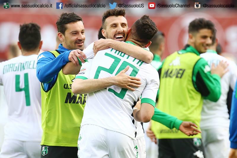 Longhi, Trotta e Pegolo esultano dopo la vittoria di Torino (fonte: sassuolocalcio.it)