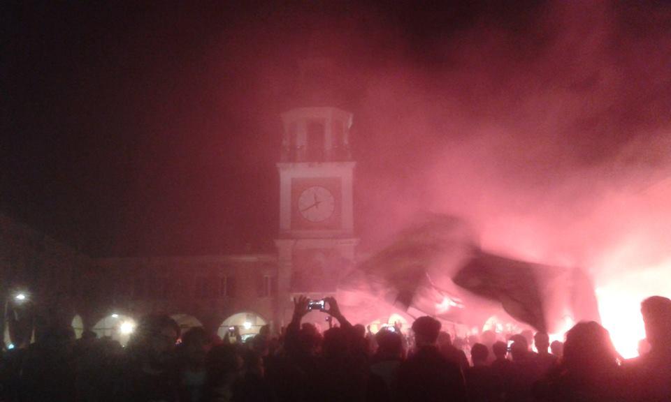 L'esultanza dei tifosi neroverdi in Piazza Piccola