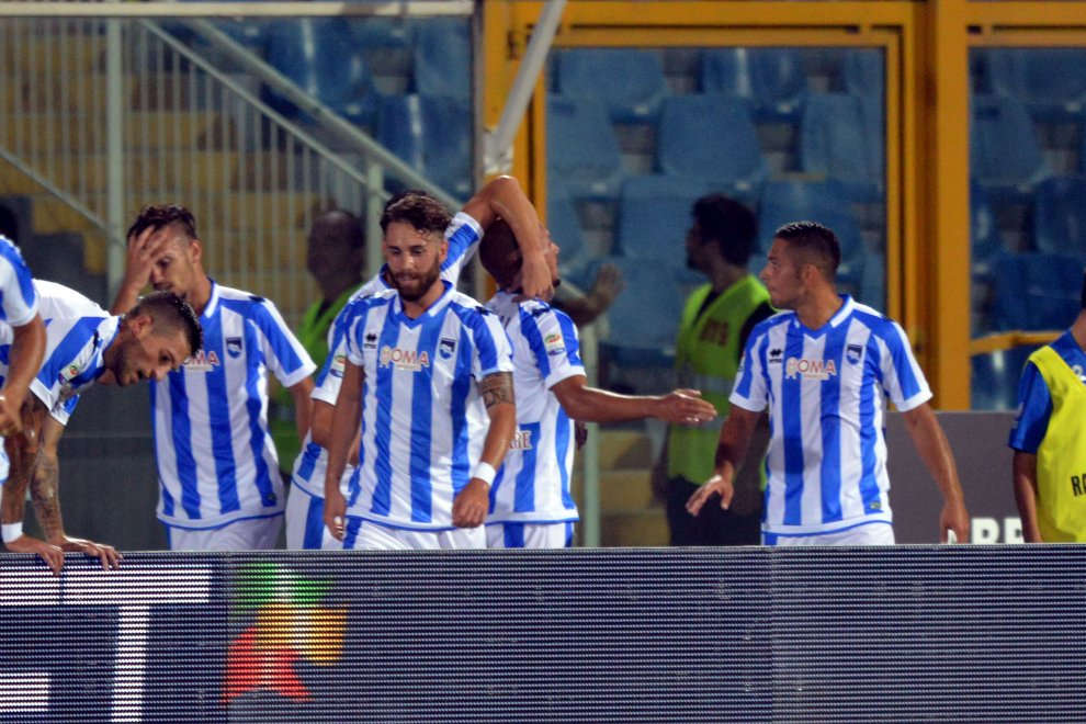I giocatori pescaresi esultano dopo una delle reti segnate nel match contro il Napoli (foto: repubblica.it)