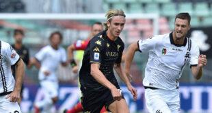 Infortunio Johnsen: sospetta lesione al tendine per il norvegese, out in Sassuolo-Venezia